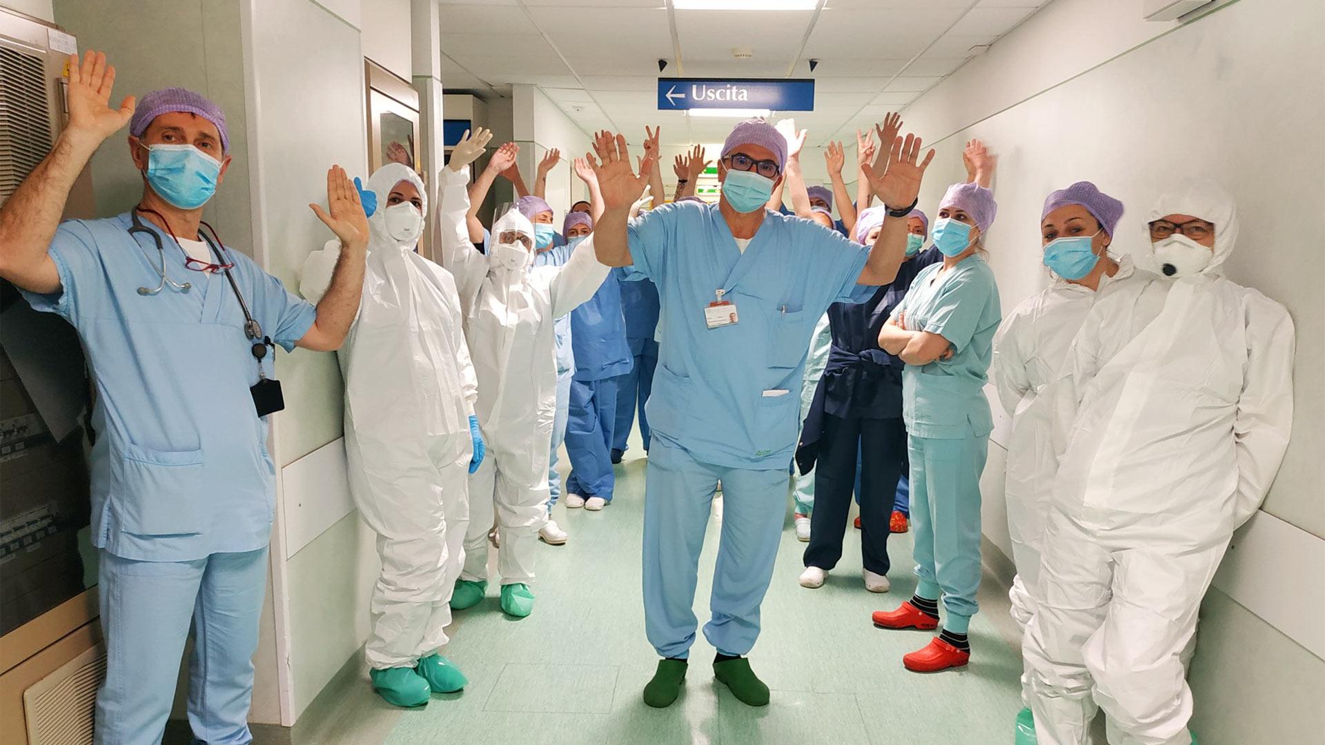 Il grazie dei medici e degli infermieri del reparto