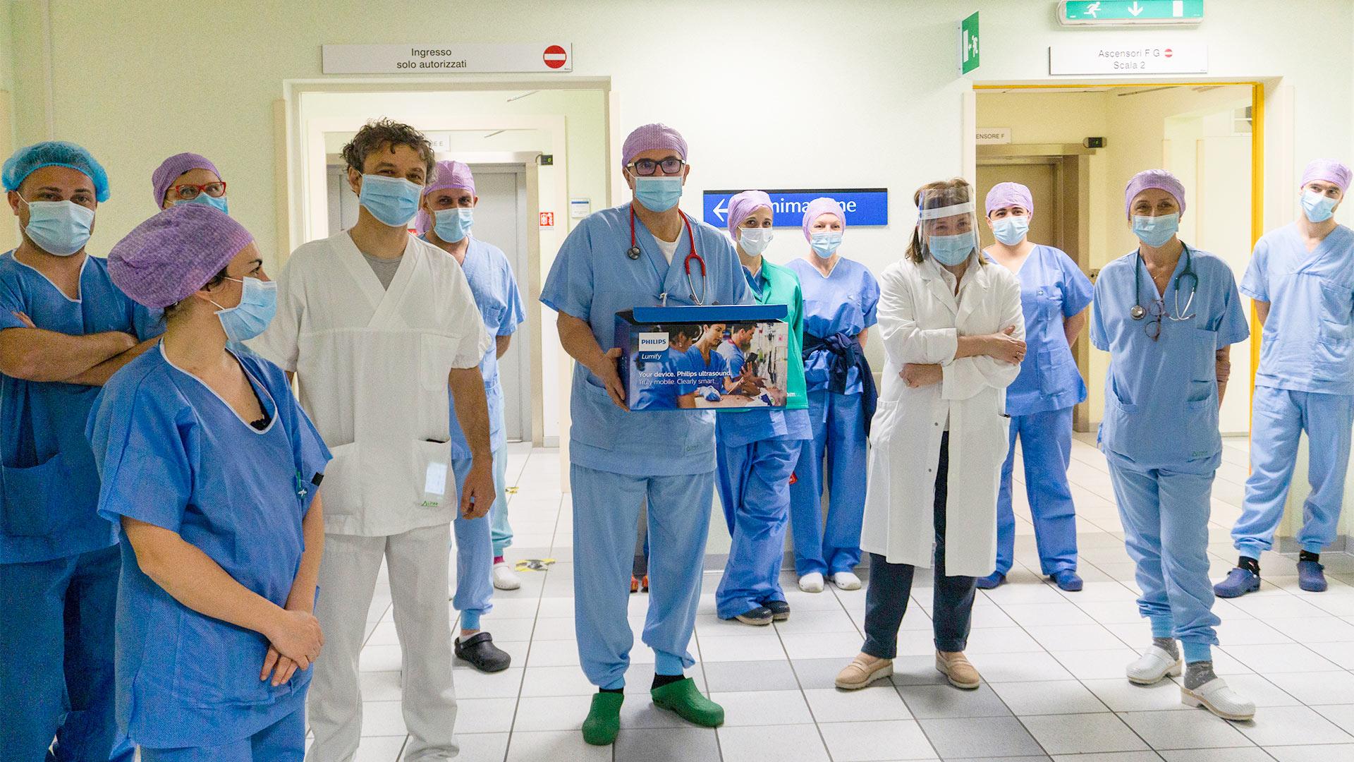 Lo staff di Anestesia e Rianimazione riceve l'ecografo